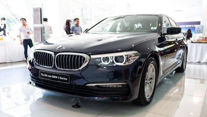 Đầu xe BMW 5-Series 2019 nhìn nghiêng.