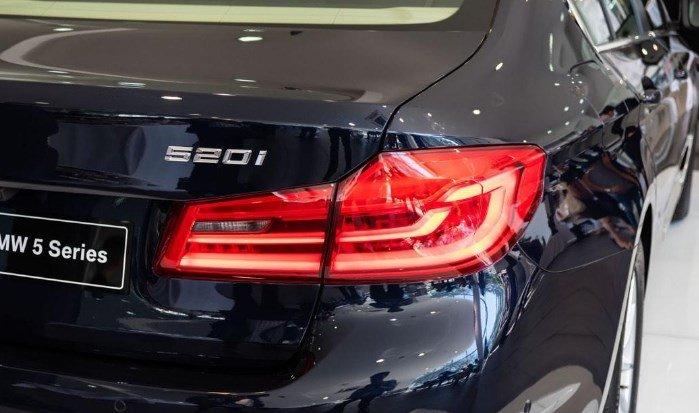 Đuôi xe BMW 5-Series 2019: Đèn hậu.