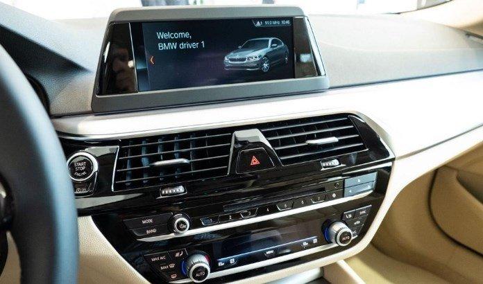 Bảng điều khiển xe BMW 5-Series 2019.
