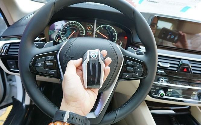 Vô lăng xe BMW 5-Series 2019.