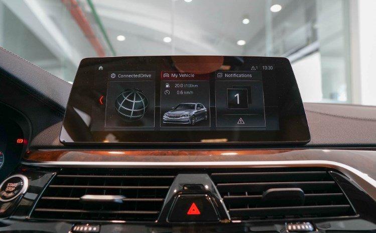 Đánh giá xe BMW 5-Series 2019 về tiện nghi, an toàn.