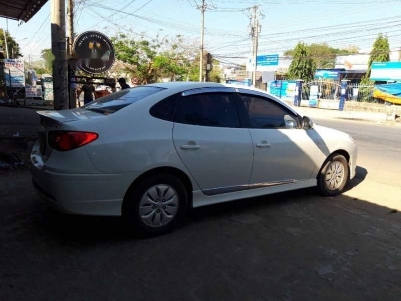 Bán Hyundai Avante 2012, màu trắng-2