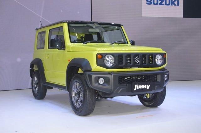 Suzuki Jimny trình làng tại Thái Lan, giá hơn 900 triệu đồng.