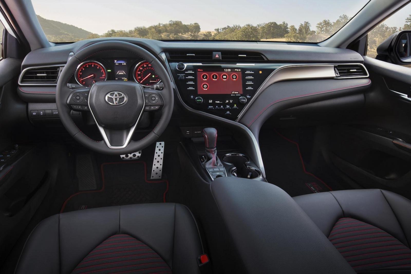 Toyota Camry trình làng phiên bản Black Sport V6 đậm chất thể thao 11