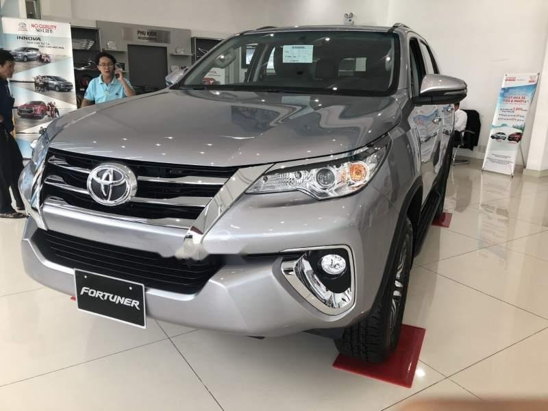 Bán Toyota Fortuner đời 2018, màu bạc, nhập khẩu-0