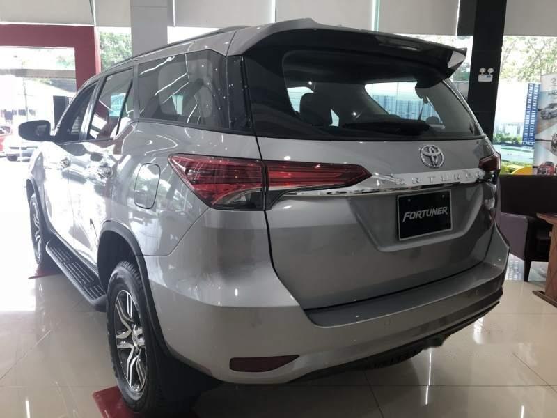 Bán Toyota Fortuner đời 2018, màu bạc, nhập khẩu-2