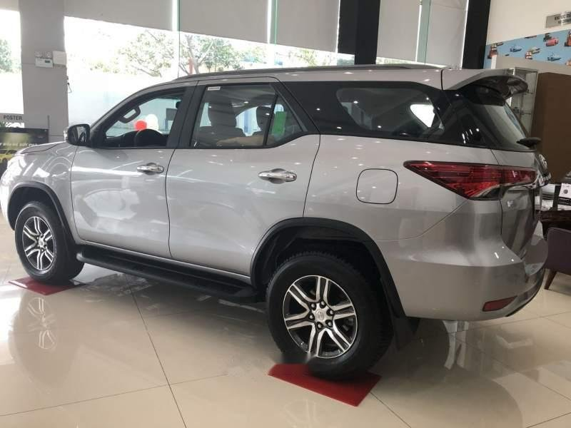 Bán Toyota Fortuner đời 2018, màu bạc, nhập khẩu-4