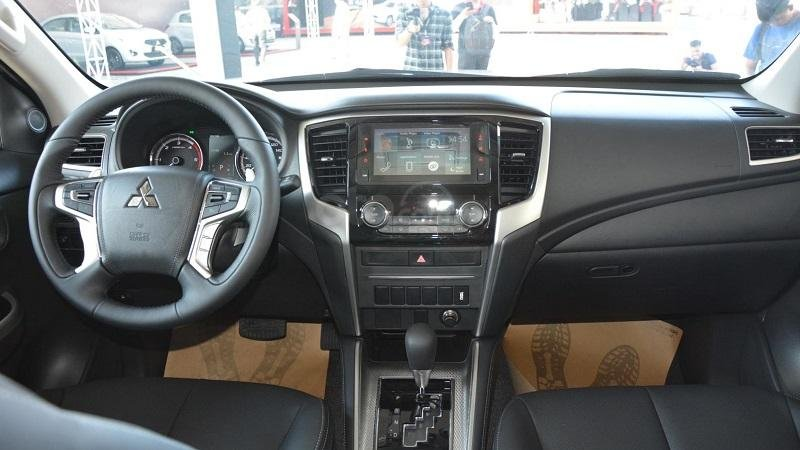 Khoang cabin Mitsubishi Triton 2019...