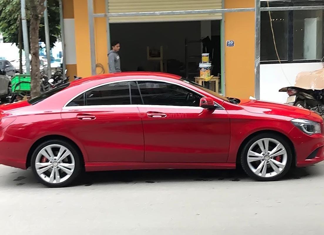 Bán xe Mercedes CLA 200 màu đỏ, sản xuất 2015, đăng ký tháng 10/2015 (1)