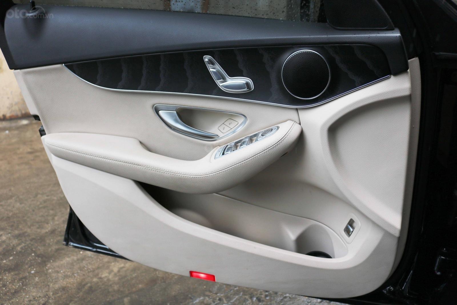 Bán Mercedes C200 model 2017, đã đi 26000km, xe chính chủ-6