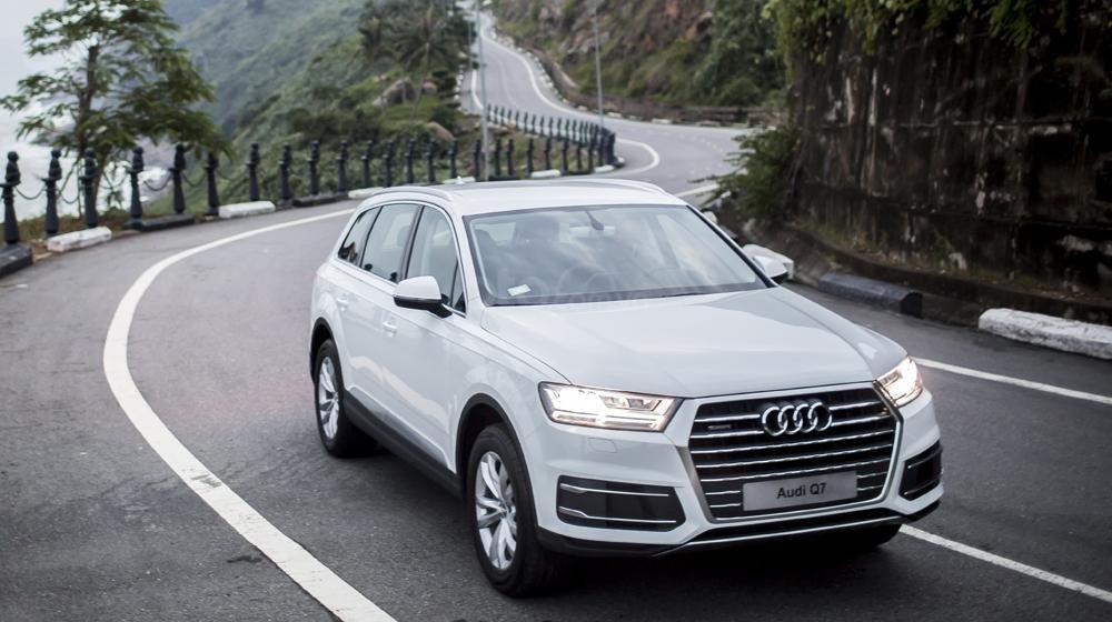 Showroom Audi bán xe Audi Q7, màu trắng, xe nhập. Hotline. 0935.576.958-0