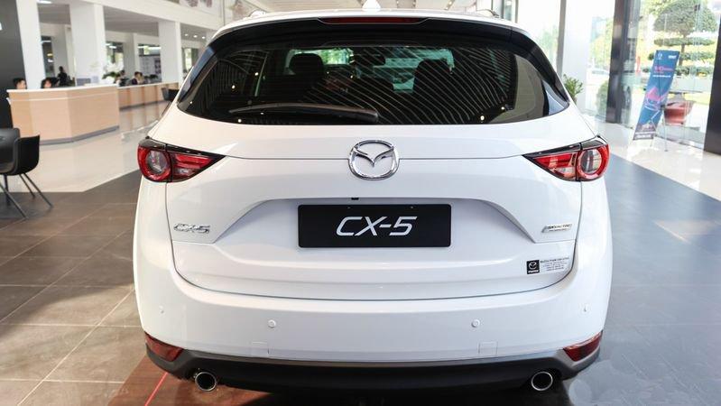 So sánh xe Mazda 3 2018 và Mazda CX-5 2018 về thiết kế đuôi xe - Ảnh 1.
