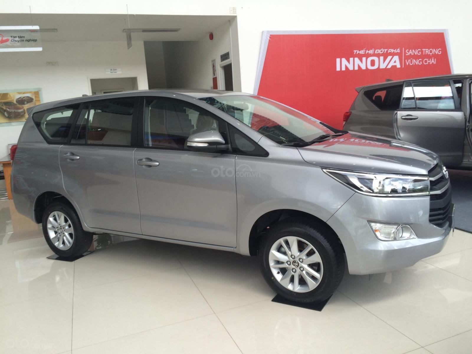 Cần bán Toyota Innova E 2019 màu bạc, 731 triệu-1