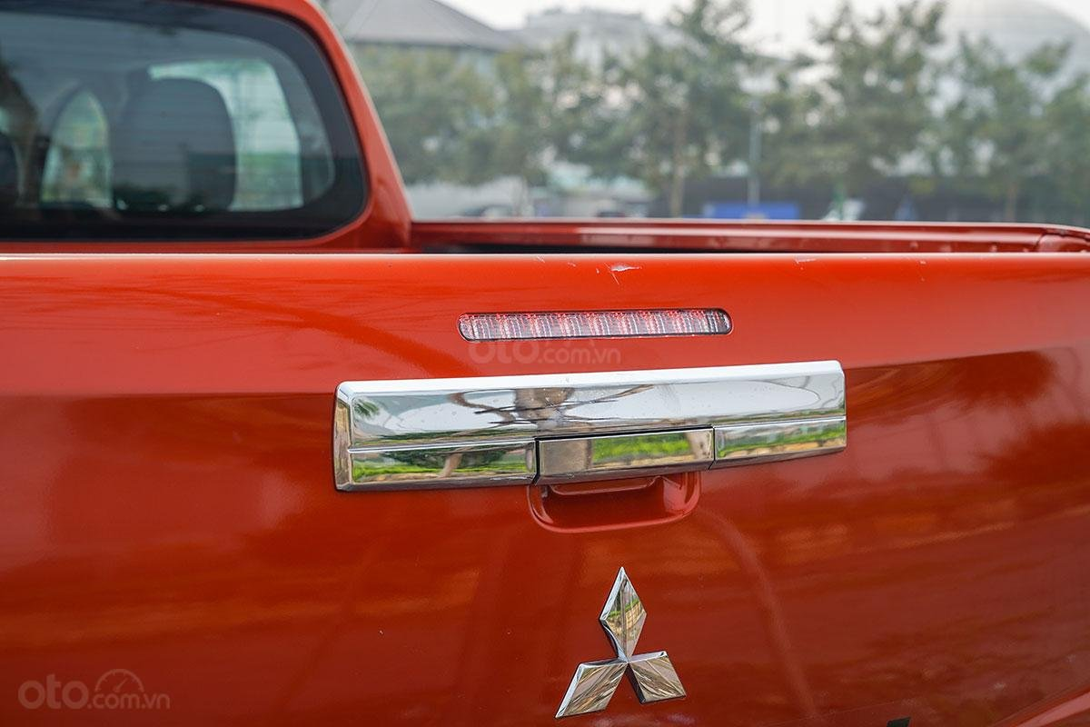 Đánh giá xe Mitsubishi Triton 2019 phiên bản 4x4 AT MIVEC: ảnh chụp tay nắm cửa thùng sau