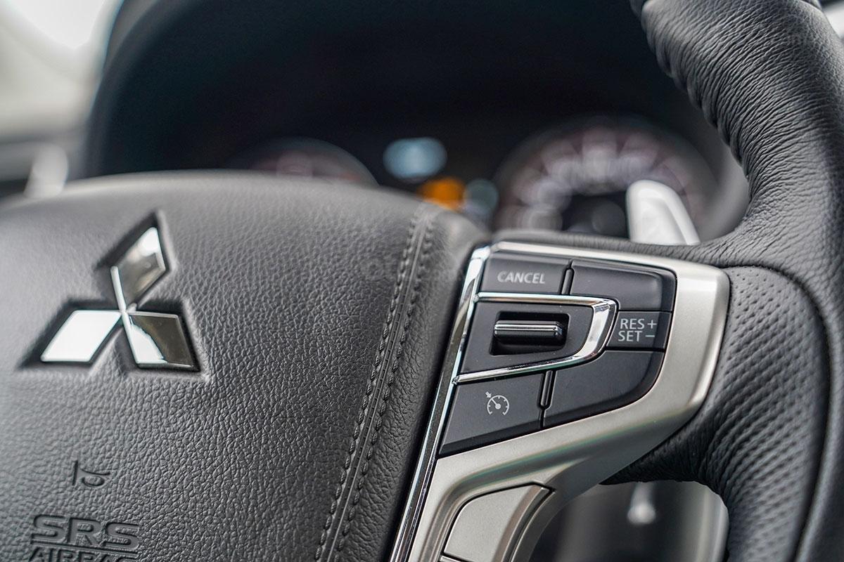 Đánh giá xe Mitsubishi Triton 2019 phiên bản 4x4 AT MIVEC: ảnh chụp vô-lăng