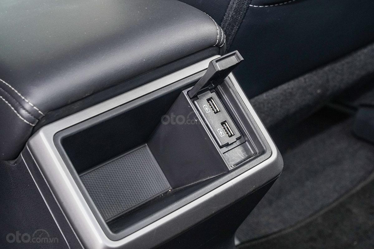 Đánh giá xe Mitsubishi Triton 2019 phiên bản 4x4 AT MIVEC: ảnh chụp bệ trung tâm