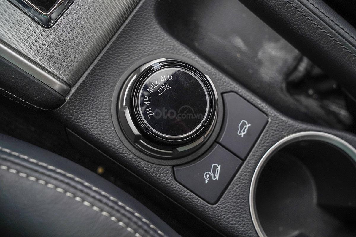 Đánh giá xe Mitsubishi Triton 2019 phiên bản 4x4 AT MIVEC: Cụm điều chỉnh hệ thống lái