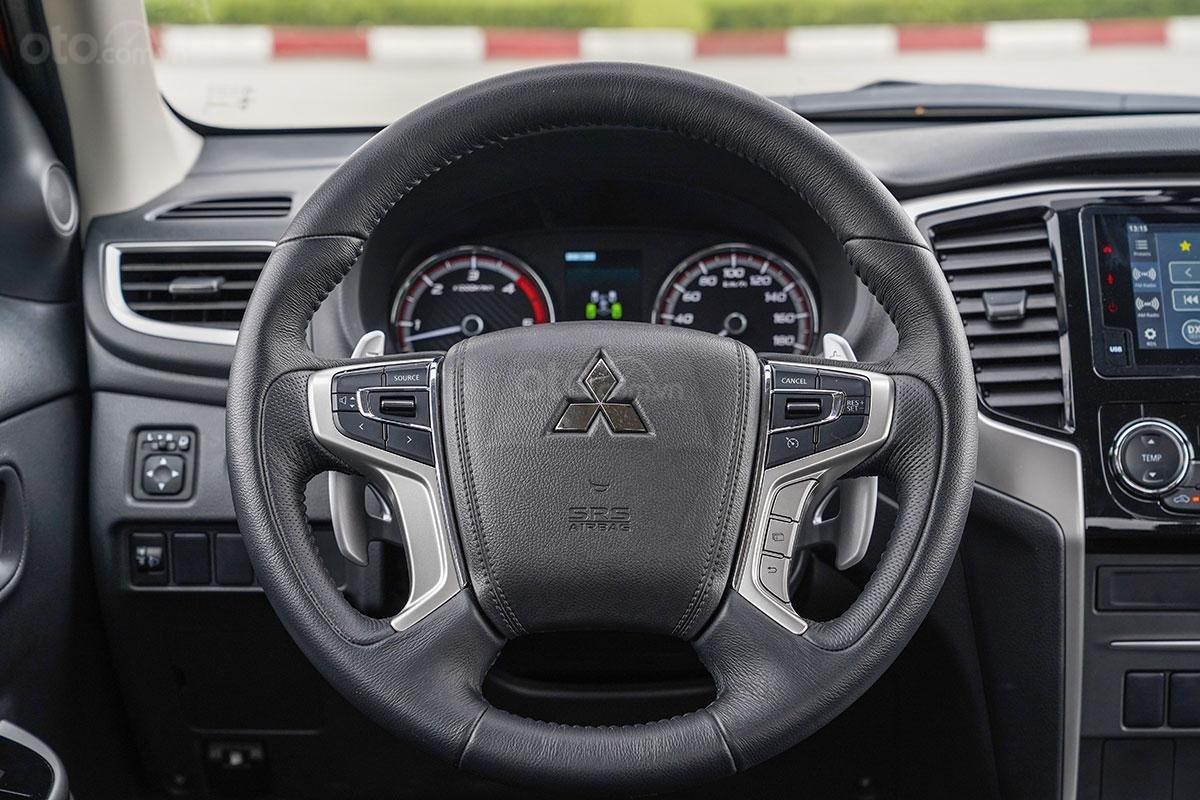 Đánh giá xe Mitsubishi Triton 2019 phiên bản 4x4 AT MIVEC: ảnh chụp vô lăng