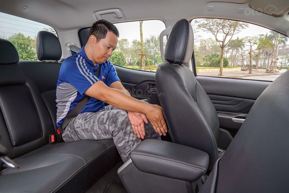 Đánh giá xe Mitsubishi Triton 2019 phiên bản 4x4 AT MIVEC: Hàng ghế sau
