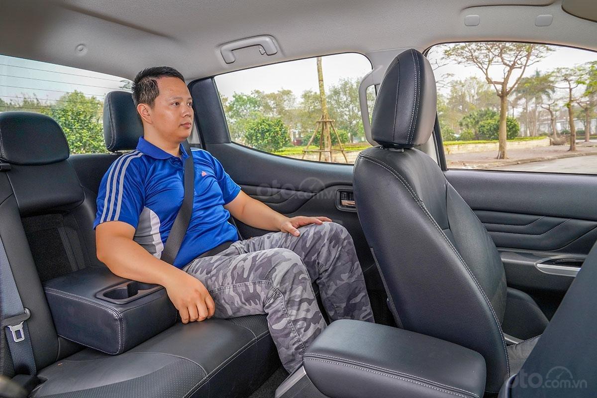 Đánh giá xe Mitsubishi Triton 2019 phiên bản 4x4 AT MIVEC: ảnh chụp hàng ghế sau