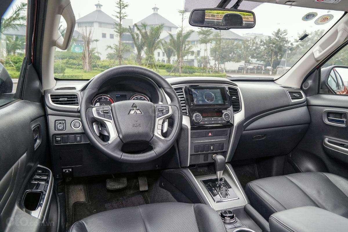 Đánh giá xe Mitsubishi Triton 2019 phiên bản 4x4 AT MIVEC: Ảnh chụp tổng thể cabin