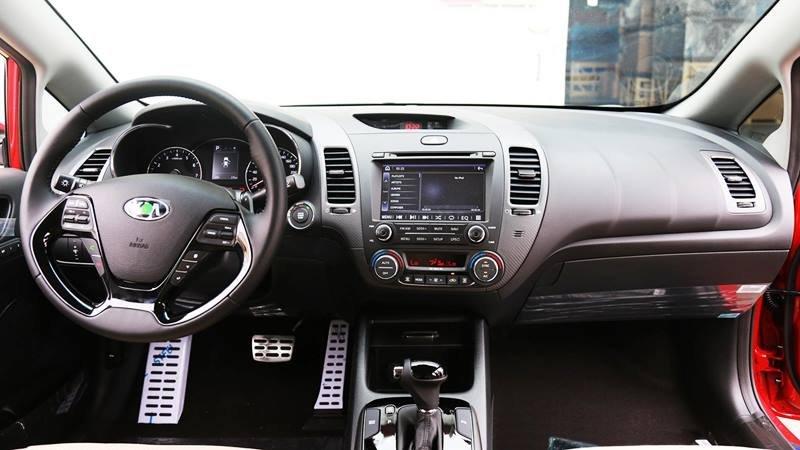 Nội thất đơn giản nhưng đầy đủ tiện nghi của Kia Cerato 2018