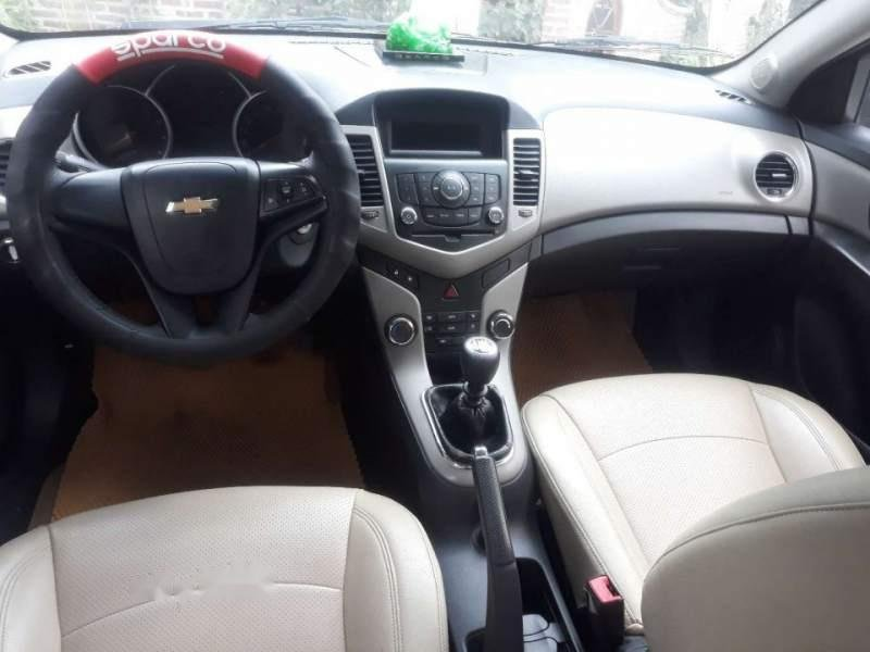 Cần bán Chevrolet Cruze sản xuất 2014, màu đen còn mới (4)
