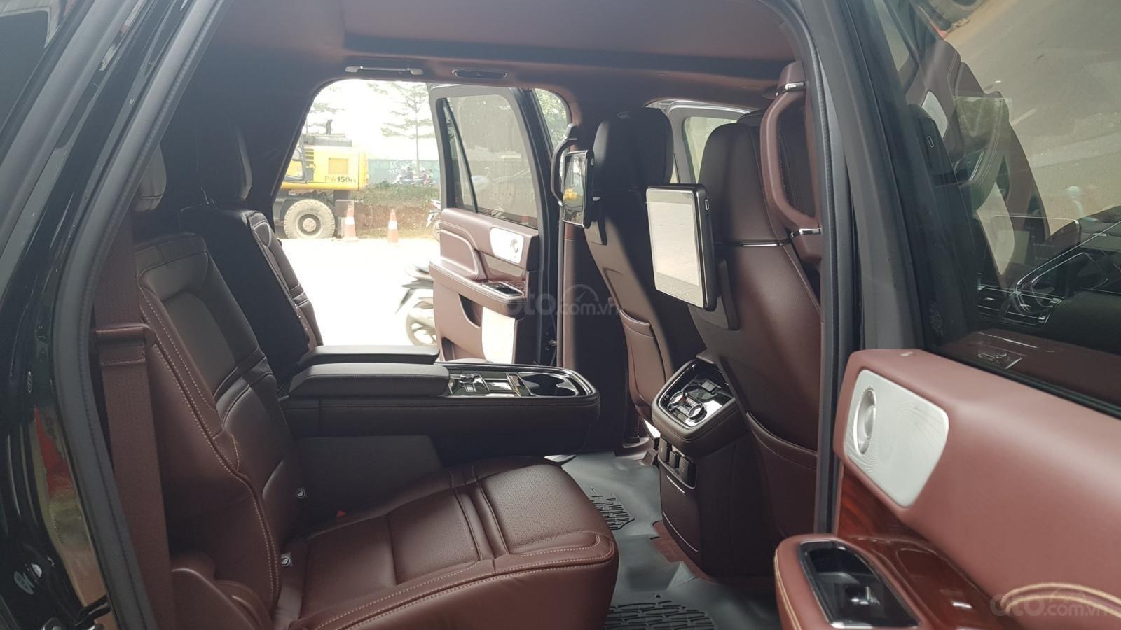 Bán ô tô Lincoln Navigator L Black Label sản xuất 2019, màu đen, nhập khẩu mới 100%-18