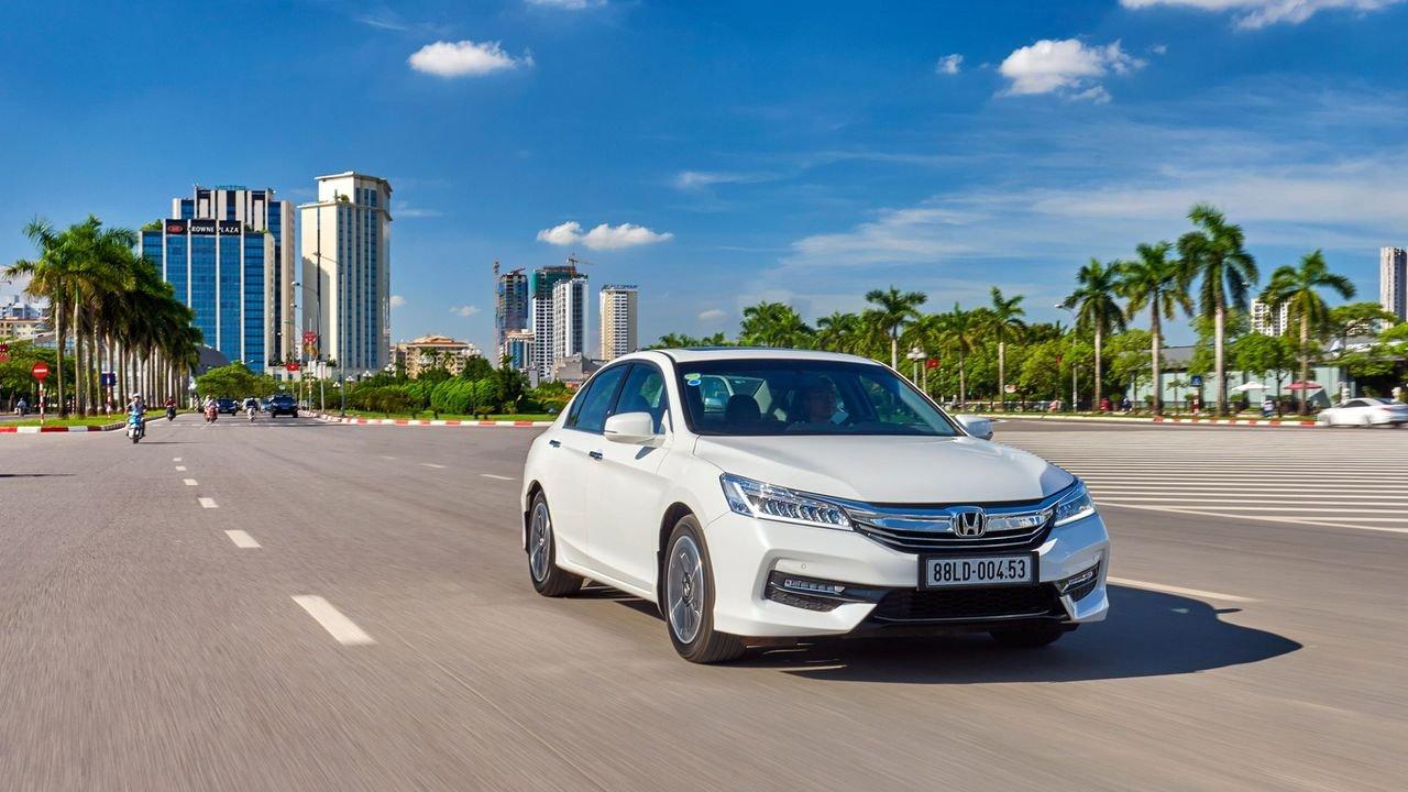 Giá xe Honda Accord 2018 hiện đang ở mức gần 1,2 tỷ đồng