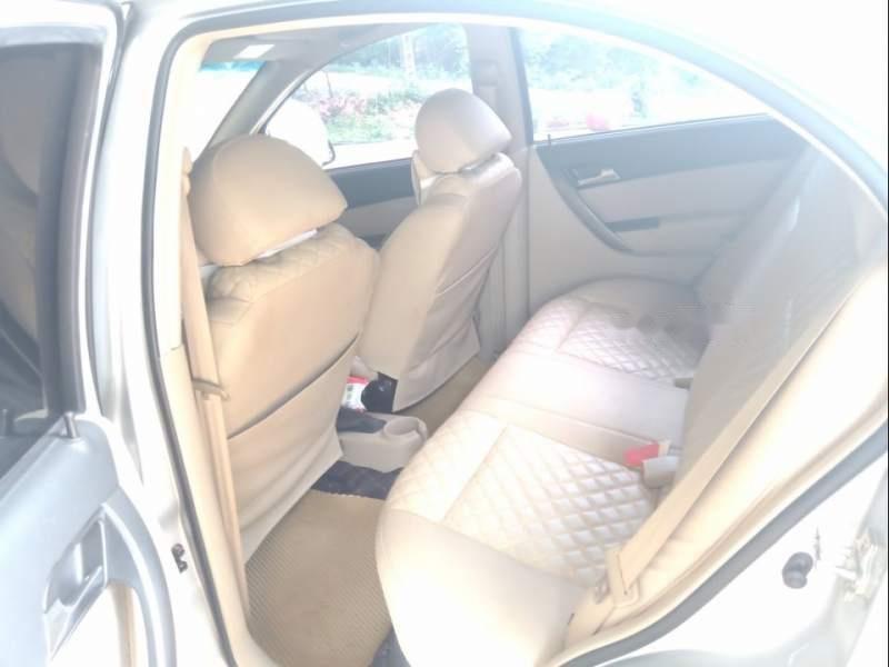 Bán xe Chevrolet Aveo đời 2018, màu bạc, xe đẹp -3