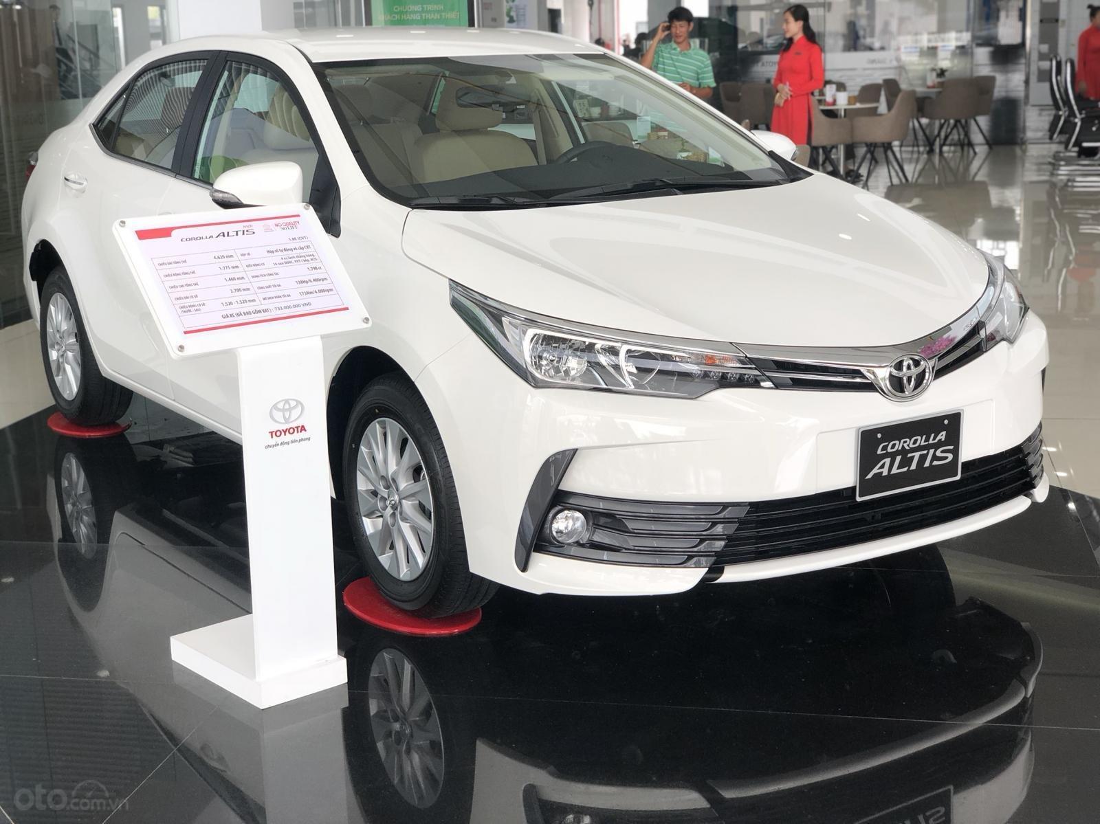 Bán Toyota Corolla Altis năm 2019 màu trắng, 746 triệu-4