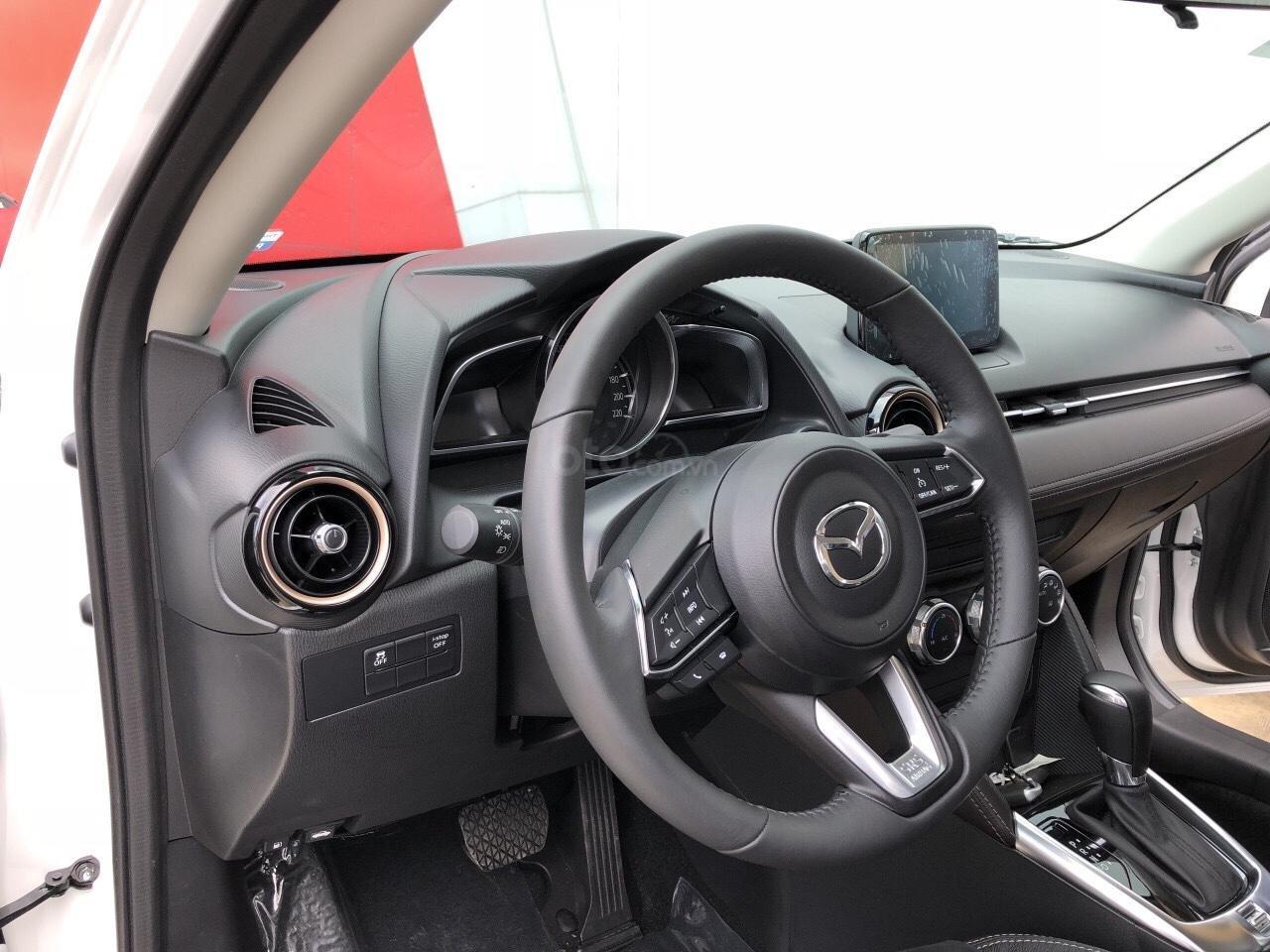 Mazda Hà Đông bán xe Mazda 2 bản cao cấp giá tốt. Liên hệ: 0944601785-8