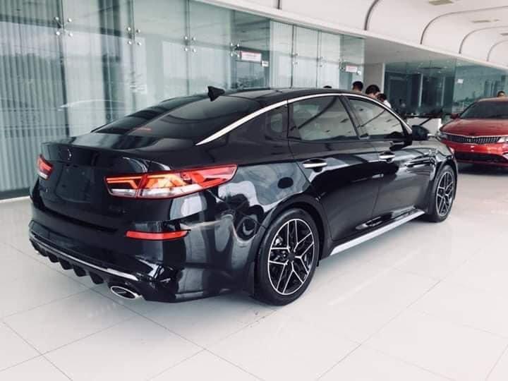 Nghịch lý: Kia Optima 2019 mới đã về đại lý, giá xe hiện tại âm thầm tăng? - Ảnh 1.