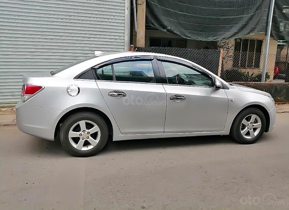Bán Chevrolet Cruze LS năm sản xuất 2011, màu bạc-1