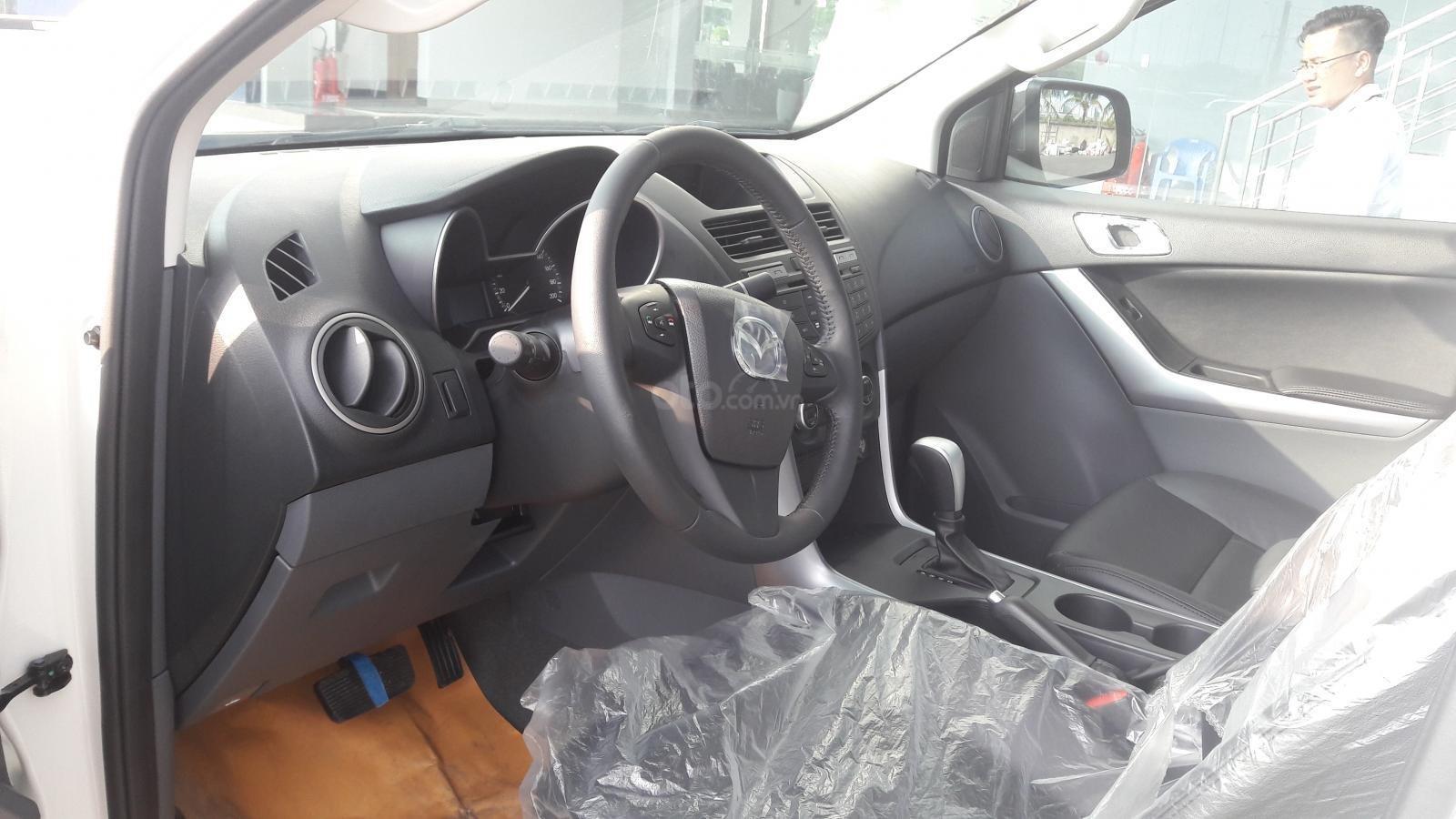 Mua xe Mazda BT-50 trong tháng 4 được tặng lệ phí trước bạ a3