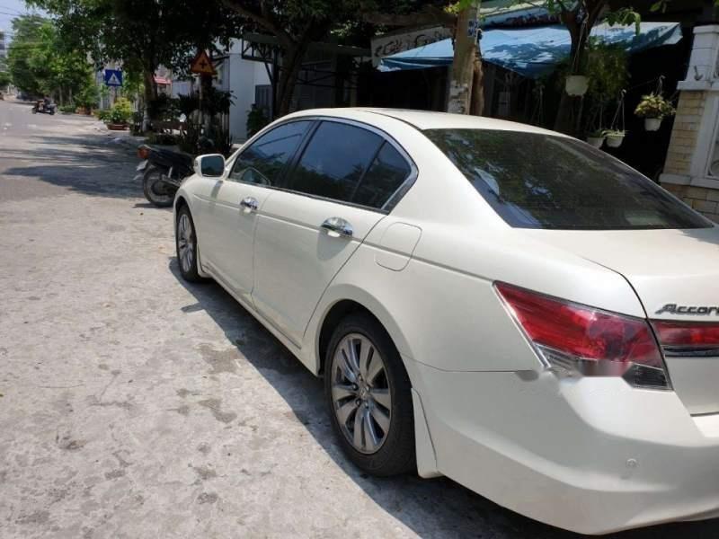 Bán Honda Accord sản xuất năm 2012, màu trắng, nhập khẩu, xe còn rất rất mới-2