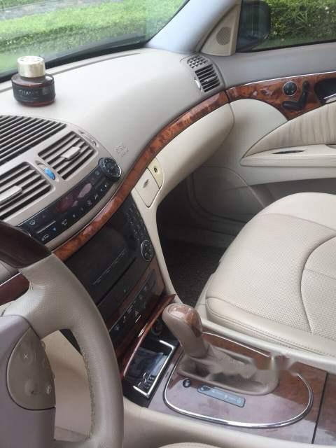 Cần bán Mercedes E240 sản xuất 2003, màu đen, nhập khẩu chính chủ-4