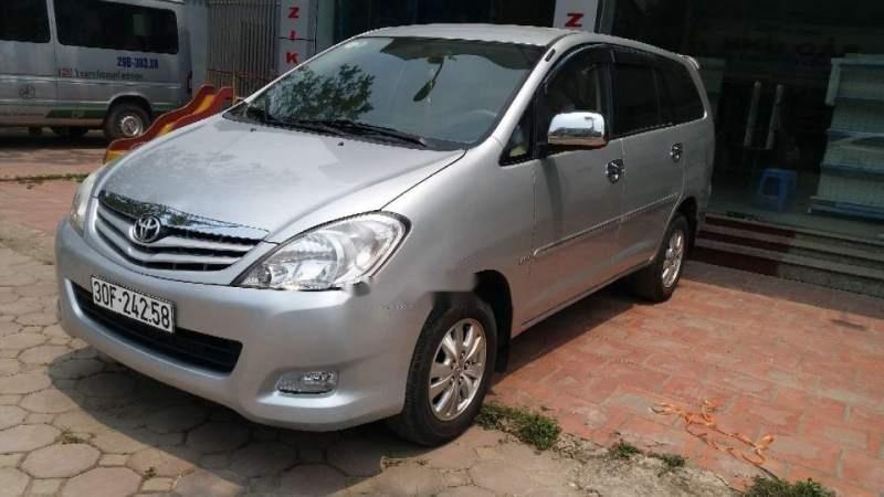 Cần bán Toyota Innova MT đời 2011, màu bạc, biển HN (6)