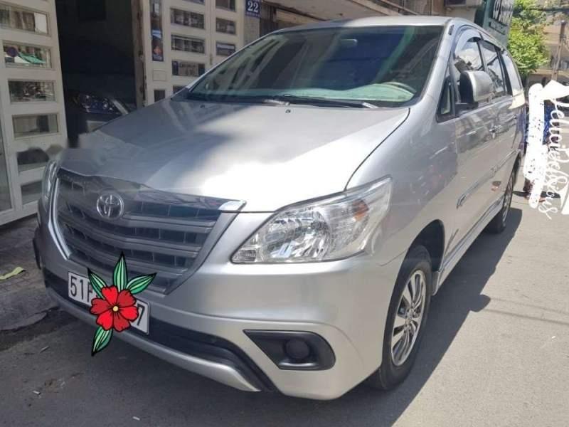 Bán Toyota Innova 12/2015, số sàn, gia đình trùm mền mới 99,9%-1