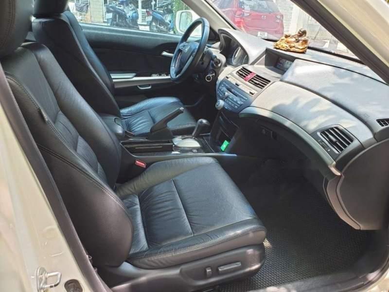 Bán Honda Accord sản xuất năm 2012, màu trắng, nhập khẩu, xe còn rất rất mới-4