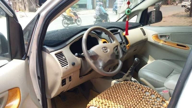 Cần bán Toyota Innova MT đời 2011, màu bạc, biển HN (2)