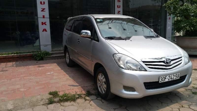 Cần bán Toyota Innova MT đời 2011, màu bạc, biển HN (1)