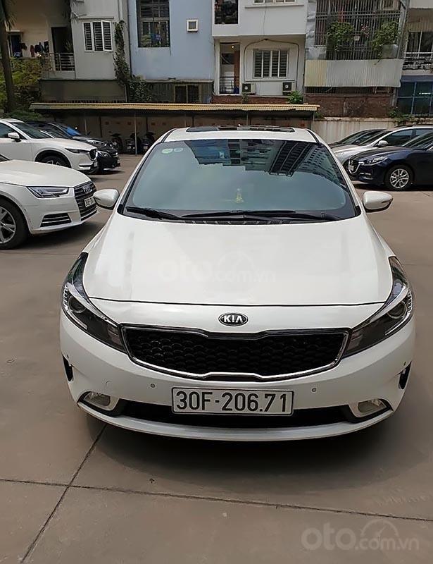 Cần bán lại xe Kia Cerato năm sản xuất 2018, màu trắng-0