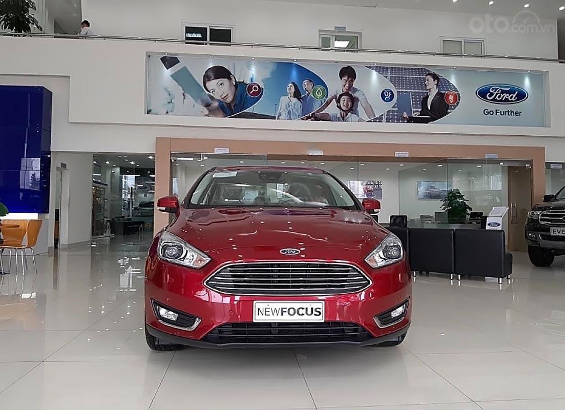 Bán xe Ford Focus năm sản xuất 2018, màu đỏ-0