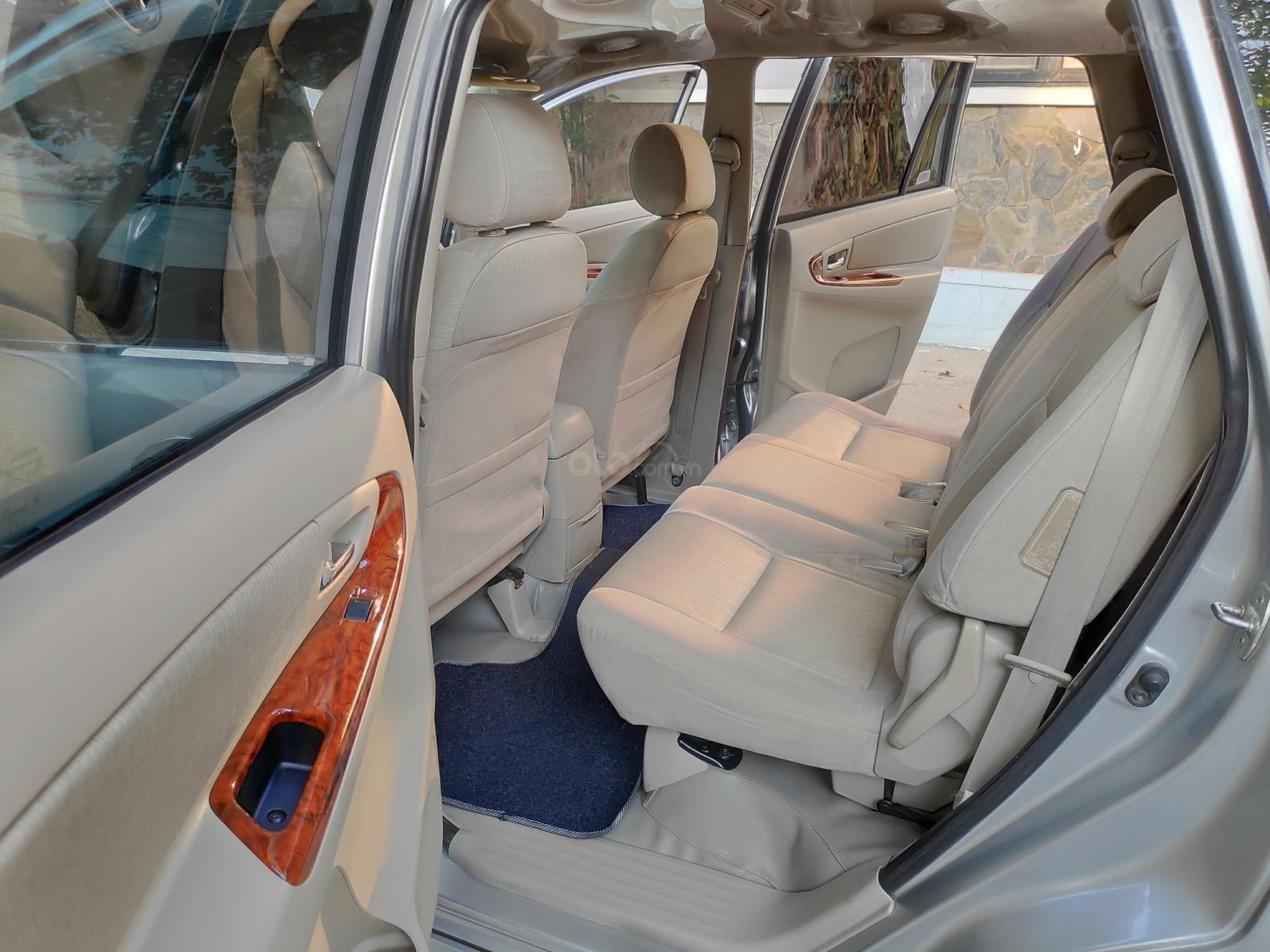 Bán Toyota Innova 2.0E 2015, tôi đứng tên chính chủ, màu bạc, số sàn, 52.000 km-5