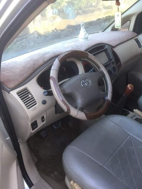 Bán Toyota Innova G năm 2006 xe gia đình, giá 295tr-4