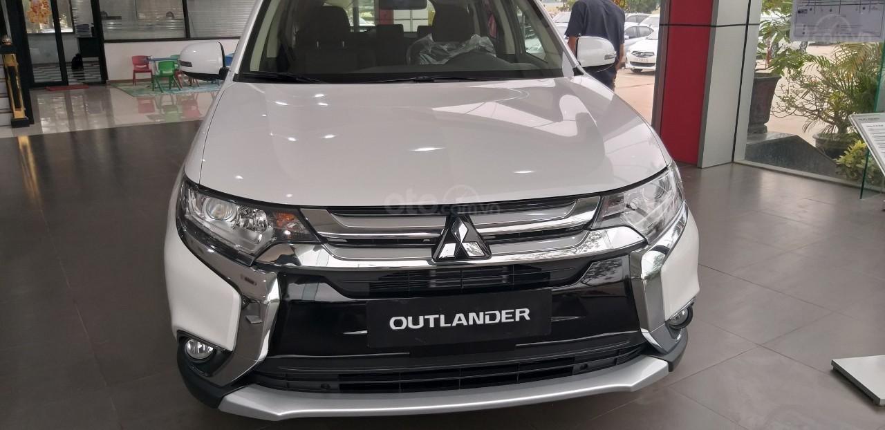 Bán xe Mitsubishi Outlander đời 2019, màu trắng, 807tr, linh kiện 99% nhập Nhật-3