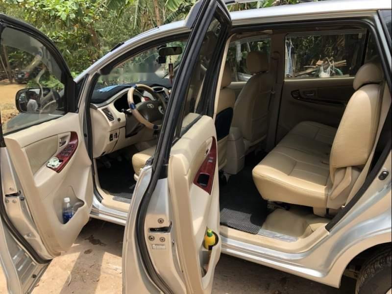 Bán xe Toyota Innova G đời 2006, màu bạc, nhập khẩu nguyên chiếc xe gia đình, giá tốt-2