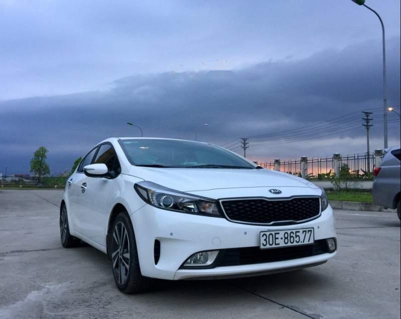 Cần bán lại xe Kia Cerato sản xuất năm 2017, màu trắng chính chủ-4