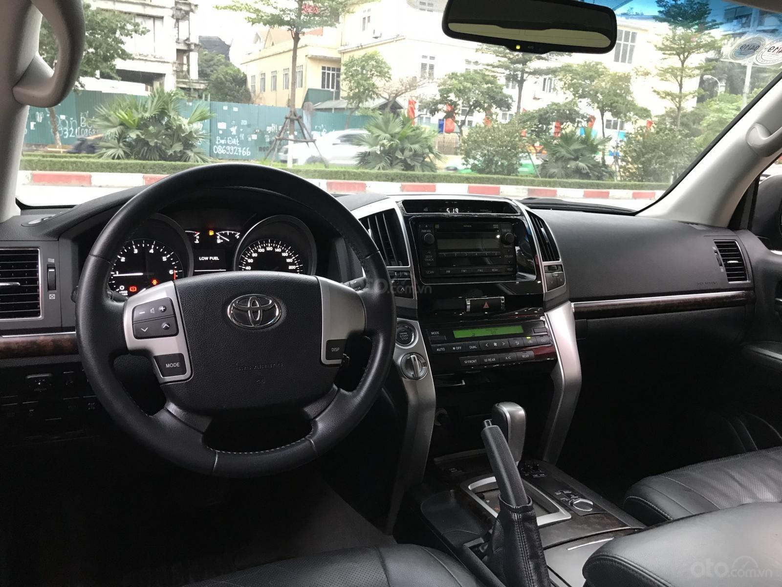 Bán Toyota Land Cruiser đời 2015, màu đen, nhập khẩu (9)